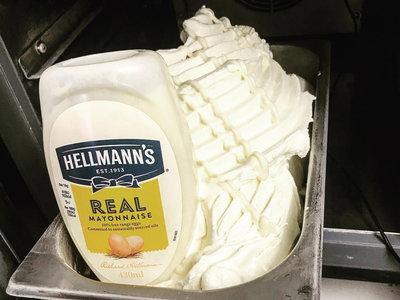 El nuevo sabor de helado que no sabemos si probar o no: el helado de mayonesa