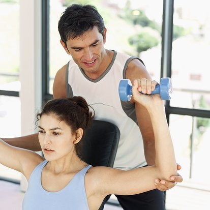 Ejercicios para fortalecer el hombro (IV): press militar