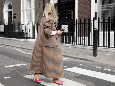 La oficina es demasiado aburrida para llevar zapatos negros: estos 17 modelos lo cambiarán todo