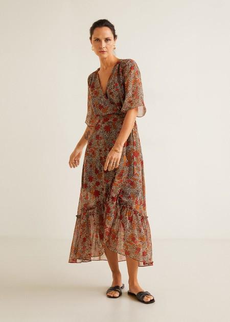 7676e85a248 El lado más bohemio de la marca lo vemos en su nuevo editorial, donde nos propone  vestidos vaporosos y de inspiración boho como este diseño cuyo precio es ...