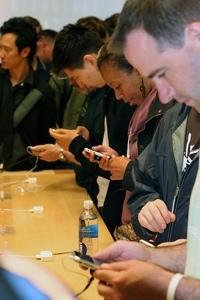 Apple limita la venta de iPhones a 2 por persona