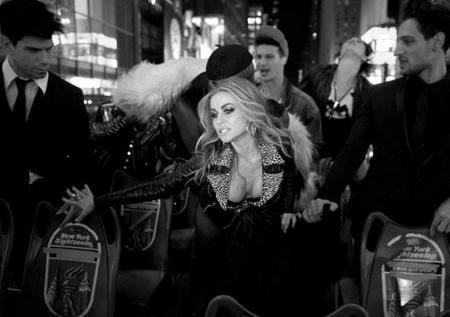 Videoclip al canto: Carmen Electra se desmelena toda en 'I like it loud'
