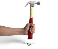 Un martillo magnético es la solución para no perder las puntas