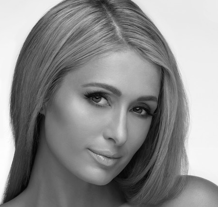 Paris Hilton  se atreve con todo y lanza su propia línea de cuidados para la piel