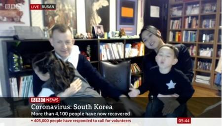 Ha vuelto a suceder: el padre de la BBC da una entrevista sobre el coronavirus y sus hijos vuelven a dar la nota