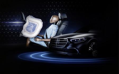 Airbag frontal para las plazas traseras del nuevo Mercedes-Benz Clase S.