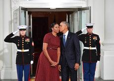 Michelle Obama no tiene un buen día en su última aparición como Primera Dama, Melania Trump gana el duelo de estilo