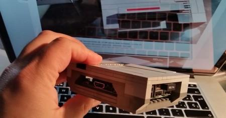 Detalle del lateral donde se encuentra los conectores de alimentación y HDMI y la salida/entrada de audio video analógico