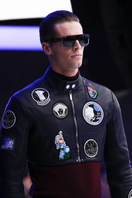 Con aires futuristas Versace presenta guerreros galácticos en su desfile de invierno