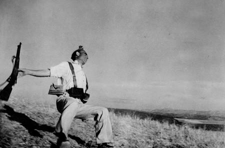Robert Capa Muerte De Un Miliciano 1936 Robert Capa C International Center Of Photographymagnum Photoscontacto
