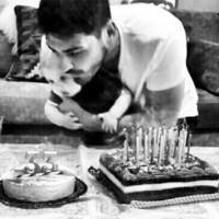 OisH... que Iker Casillas tiene quien le ayude a soplar las velas