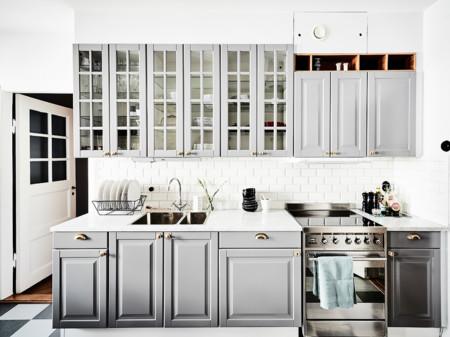 Un apartamento con cocina de m rmol ladrillo visto y - Cocinas con ladrillo visto ...