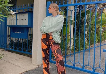 Estos son los pantalones estampados más psicodélicos que han conquistado a las más modernas de Instagram