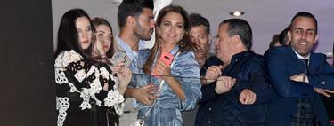 Este es el look que ha elegido Paula Echevarría para asistir a un balcón de Málaga en plena Semana Santa