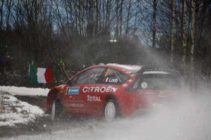 Loeb vuelca y Latvala es líder en el Rally de Suecia