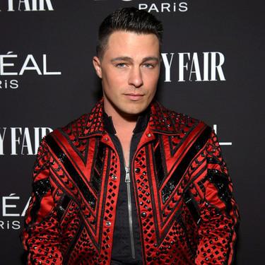 Colton Haynes le da un giro de lujo a la bomber jacket en la fiesta de L'Oreal y Vanity Fair