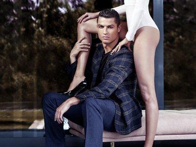 Con paso elegante, Cristiano Ronaldo nos presenta su colección de calzado para invierno