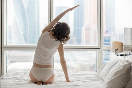 Una rutina de Yoga que puedes hacer por la mañana en menos de 15 minutos