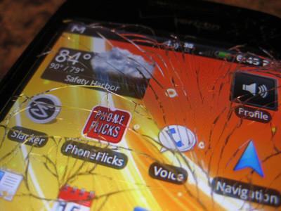 Esta capa de electrodos quiere acabar con el problema de las pantallas rotas en los smartphones