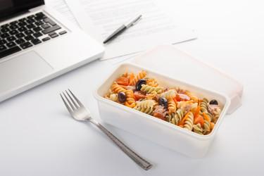 ¿Comes fuera de casa? Apuntate al táper en este nuevo curso
