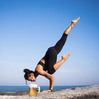 Clases de Yoga con cerveza, o como pasar de algo saludable a promocionar el consumo de alcohol