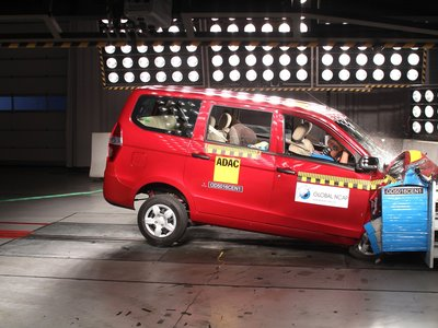 Chevrolet Enjoy, la miniván sin airbags de cero estrellas que General Motors comercializa en India