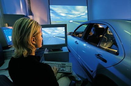 DaimlerChrysler investiga sobre cómo mejorar los controles del coche