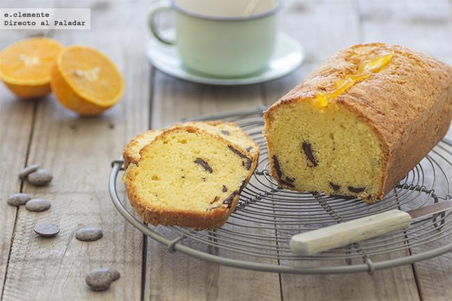 Bizcocho glaseado de naranja y pepitas de chocolate: la receta más resultona para triunfar en el desayuno