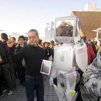 Imagen de la semana: el disfraz de robot más maquero, RoboMac