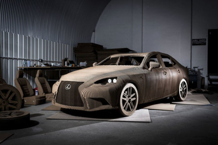 Tras el vehículo autónomo y el hoverboard, ¿el coche del futuro es de cartón?
