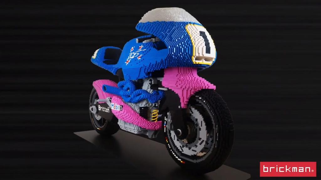 ¡Sorpresa! La unidad número 11 de la Britten V1000 existe pero es una moto a escala real hecha con piezas de LEGO