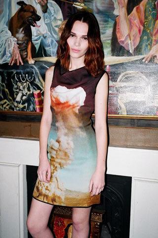Foto de TopShop y las famosas con más estilo nos visten esta Navidad con los mejores vestidos (1/10)