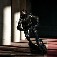 ¡Acción! El patinete eléctrico de carreras sKootr S1-X con dos motores de 6 kW está listo para la pretemportada