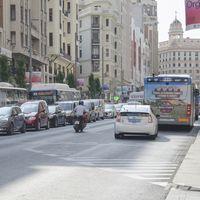 Caos en el tráfico y agentes de movilidad que no saben qué hacer. El intento de acabar con Madrid Central, vivido a pie de calle
