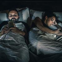 'Low Battery', un proyecto fotográfico donde Óscar Penelo denuncia nuestra dependencia de los dispositivos conectados