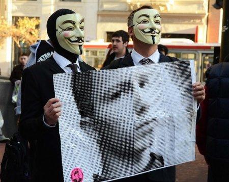Alguien está ayudando al enemigo y no es Bradley Manning