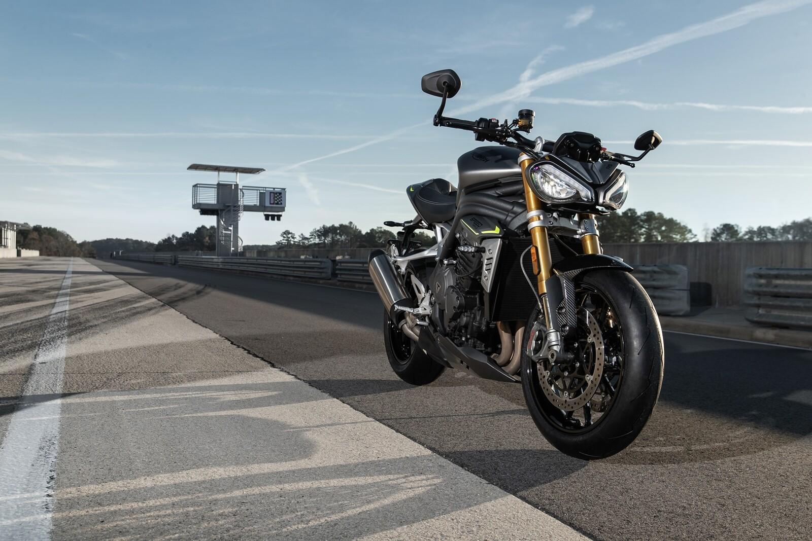 Foto de Triumph Speed Triple 1200 RS 2021 (43/71)