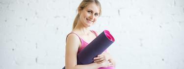 """""""Practicar yoga tiene múltiples beneficios durante el embarazo, el parto y el postparto"""", según la matrona y experta Isabel Coca"""