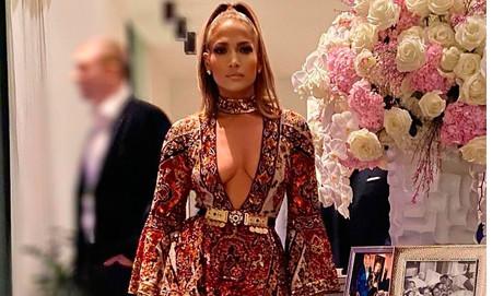 Jennifer López luce el vestido boho más sexy en la fiesta previa a la Súper Bowl 2020