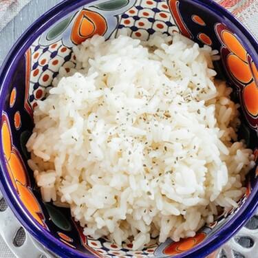 ¿Cómo preparar un básico arroz blanco? Receta fácil