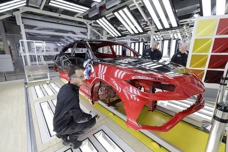 Lamborghini estrena taller de pintura con Inteligencia Artificial para el Urus