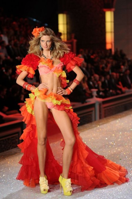 Julia Stegner Victorias Secret