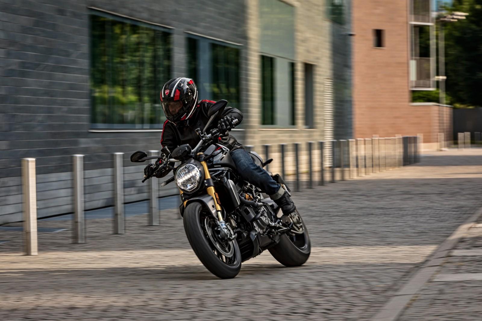 Foto de Ducati Monster 1200 S 2020 color negro (67/68)