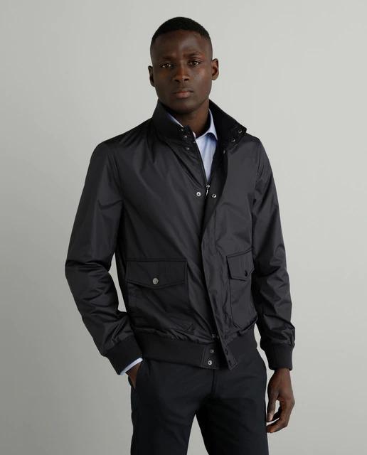 Cazadora de la colección Black de hombre azul con dos bolsillos
