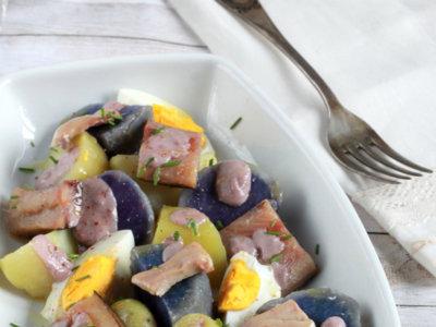 Ensalada noruega de arenque y patatas. Receta fácil y rápida
