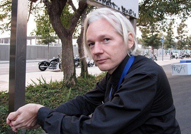 Assange y Warhol