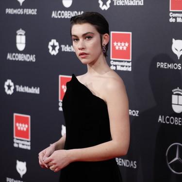 Greta Fernández nos enseña en los Premios Feroz 2020 el perfecto vestido negro perfecto para brillar en una alfombra roja