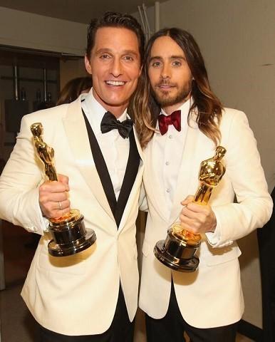 Matthew McConaughey y Jared Leto con su Oscar