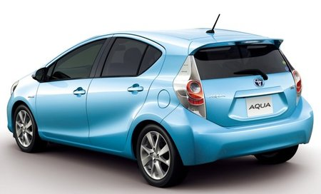 Toyota-Aqua-02