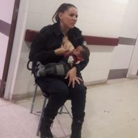 Una policía argentina da el pecho a un bebé que lloraba en un hospital y su acto de generosidad se hace viral